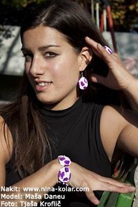 Unikatni nakit - modni nakit - v ospredju so še vedno cvetlice in njeni deli.