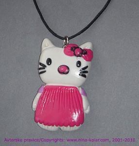 Ustvarimo sami: Obesek z motivom Hello Kitty.