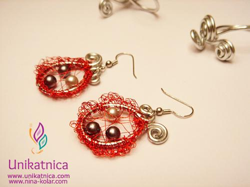 Ustvarjalne delavnice - nakit iz žice - Ajdovščina 13. 5. 2014 - čudoviti kvačkani uhani iz rdeče žice, okrašeni s perlami
