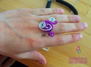 Fotoreportaža iz ustvarjalne delavnice izdelave nakita iz žice v Zagradcu - 24. 5. 2014 - Še en zanimiv prstan, ki se zelo lepo poda na številna oblačila...tudi na najbolj elegantna.