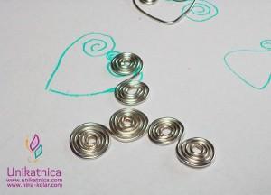 fb-ustvaUstvarjalne delavnice - nakit iz žice ŠENT Ajdovščina - 13. 5. 2014 - najprej skica, nato pa ovijanje žicerjalne-delavnice-nakit-iz-zice-ajdovscina-spirala