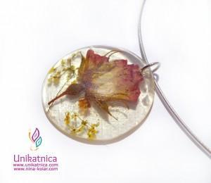 Cvetlični nakit - ogrlica z motivom vrtnice