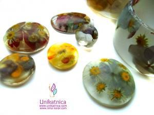 Cvetlični nakit v nastajanju - osnove za nastanek ogrlic in prstanov