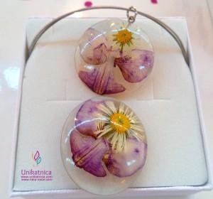 Cvetlični nakit - nova kolekcija - prstan in oogrlica iz orhideje in marjetke.