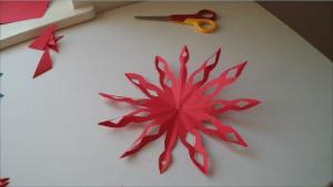 Papirnata snežinka - snežinka iz papirja - ustvarjalne ideje