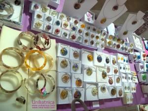 Cvetlični nakit-novi izdelki - utrinek iz stojnice v Qlandii Novo mesto - tu me najdete vsako sredo in petek, med 11:00 ter 19:00 uro, pred trgovino Müller, vabljeni! :)