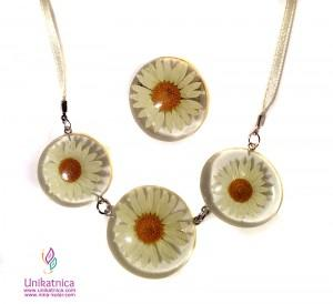 Cvetlični nakit- ogrlica in prstan, ivanjščica