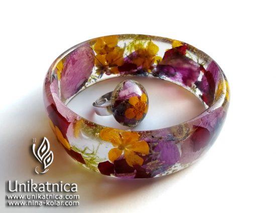 Zapestnica in DARILO - prstan, s pravimi cvetovi in cventimi lističi zlatice, orhideje, dvolistne morske čebulice in vrrtnice