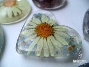 Cvetlični nakit nedokončan - ivanjščica, spominčice, srce