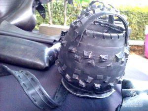 Art of Fun - ustvarjalni sejem - zanimivo oblikovana torbica iz odsluženih avtomobilskih gum - Mateja Sabol