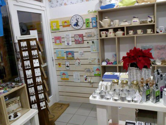 Rozinca - butična trgovina slovenskih izdelkov - pogled od znotraj 1