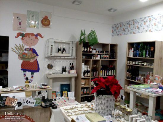 Rozinca - butična trgovina slovenskih izdelkov - pogled od znotraj