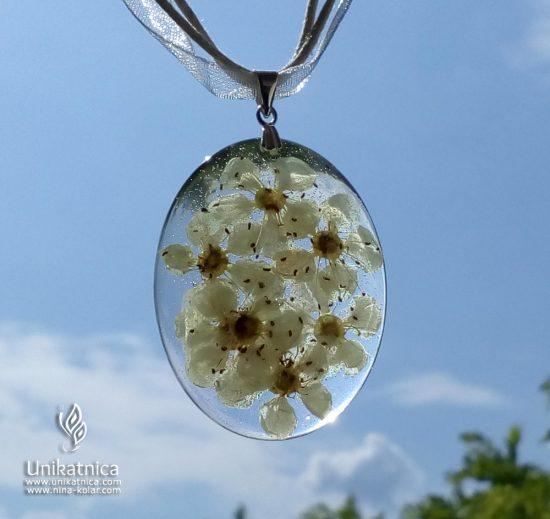 Glog - cvetlični nakit - ogrlica, pomladna kolekcija cvetličnega nakita