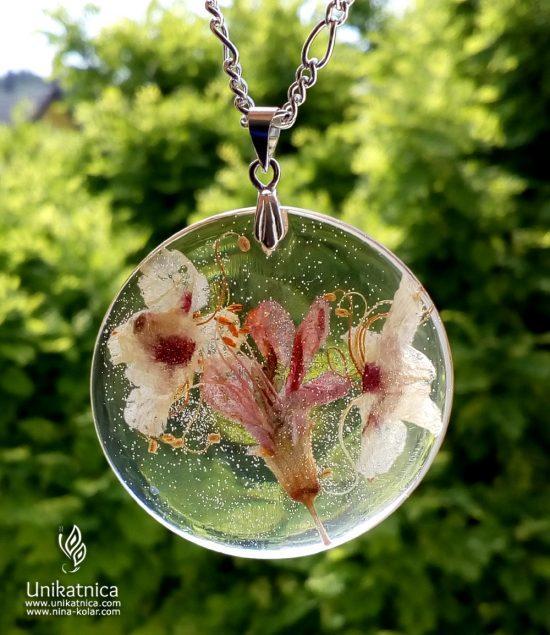 Narava - cvetlični nakit - ogrlica s pravimi cvetovi ddivjega kostanja