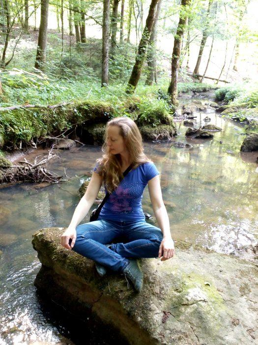 Mati narava - sproščanje sredi povsem neokrnjene narave v enem izmed dolenjskih gozdov.