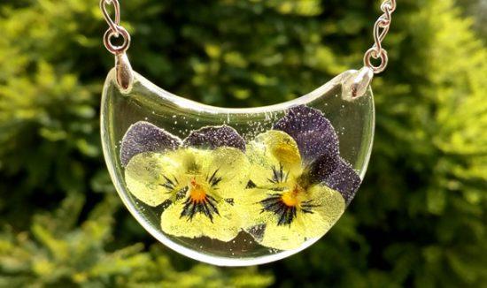 Simbolika in pomen cvetja - mačehe, divje vrtnice, zlatice, spominčice