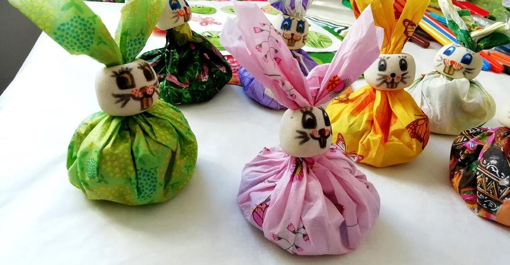Ustvarjalna ideja - velikonočni zajčki iz prtičkov